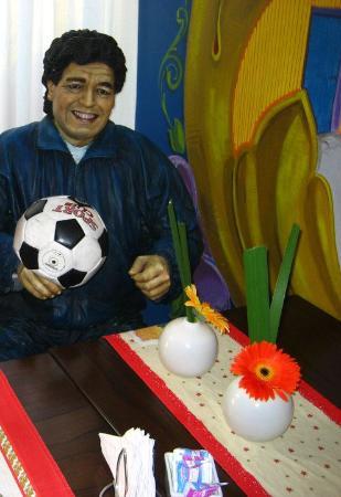 Ayres Portenos Tango Suites: Café com Maradona