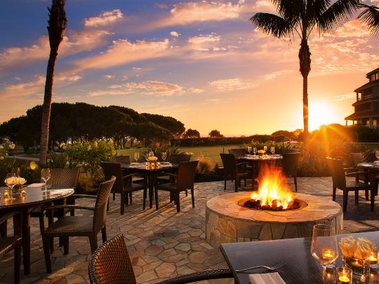 Dana Point, CA: Fireside lounge at Doubletree Suites by Hilton Doheny Beach
