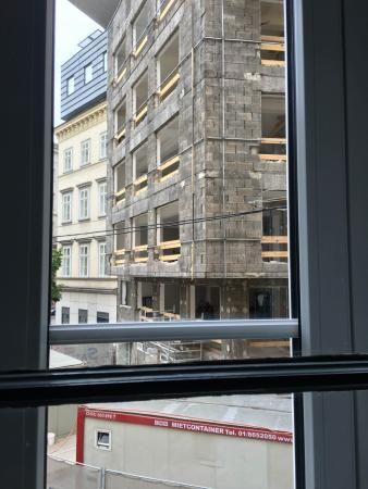 Hotel Saint Shermin: Construction project across the street