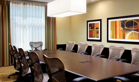 Springfield, OR: Sophisticated Board Room