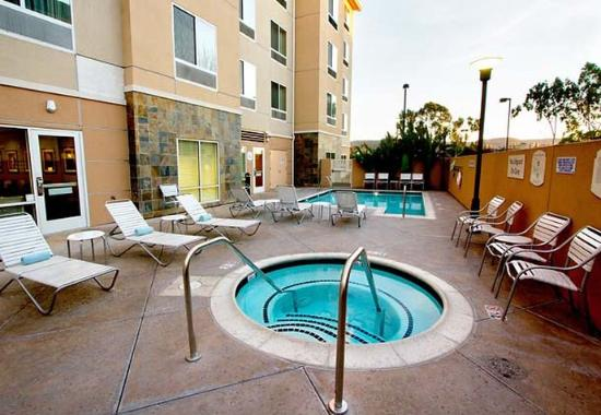 West Covina, Kalifornia: Outdoor Pool & Whirlpool