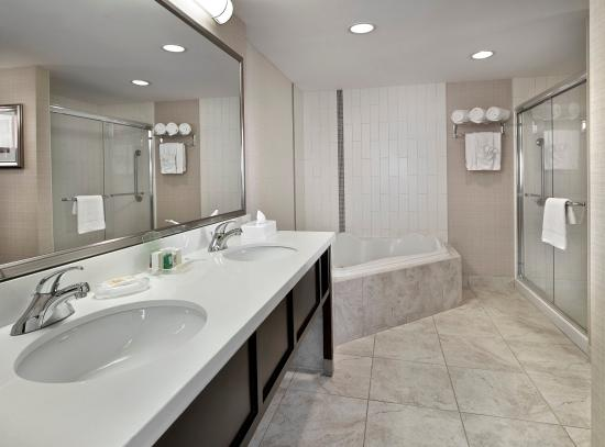 Holiday Inn Conference Ctr Edmonton South: Need a getaway? How about a suite with a two-person soaker tub?