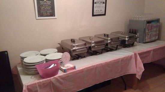Claremorris, Irlanda: Food, cutlery and plates provided