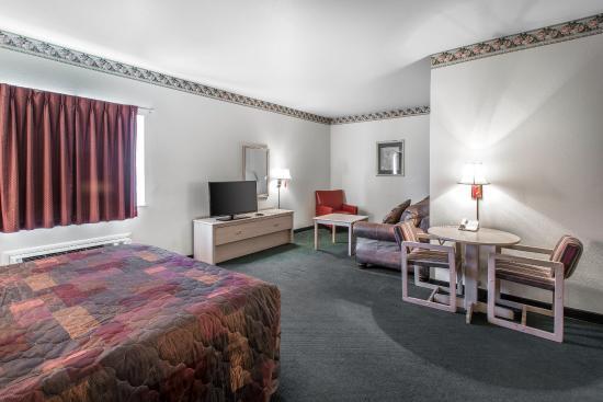 Rodeway Inn - Loveland: Guest room