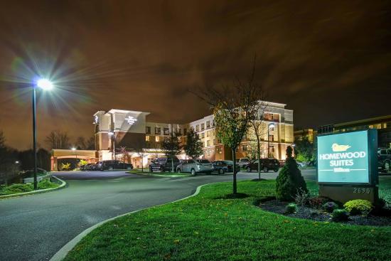 Warrington, بنسيلفانيا: Hotel at Night