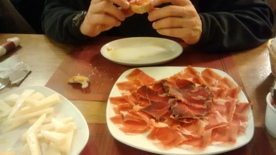 Mora de Rubielos, España: Degustando ese jamón D.O Teruel