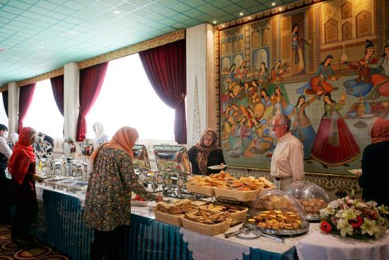 Abbasi Hotel: Breakfast buffet