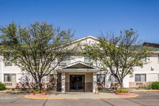 Quality Inn & Suites South: Exterior