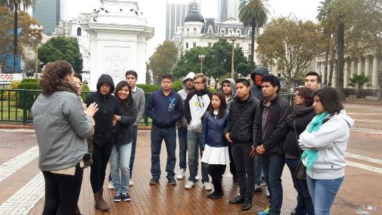 Tangol Tours: Visita a la Plaza 10 de Mayo, con una excelente guía