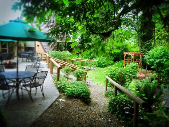 Robin Hood Village Resort: Dining Patio