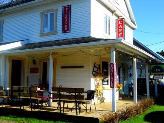 Saint-Come, Канада: Café terrasse, mai 2016