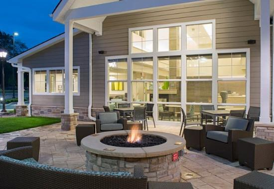 Clifton Park, NY: Outdoor Fire Pit