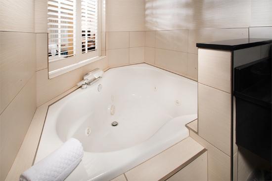 Fairfield Inn & Suites Idaho Falls: King Suite Jetted Tub