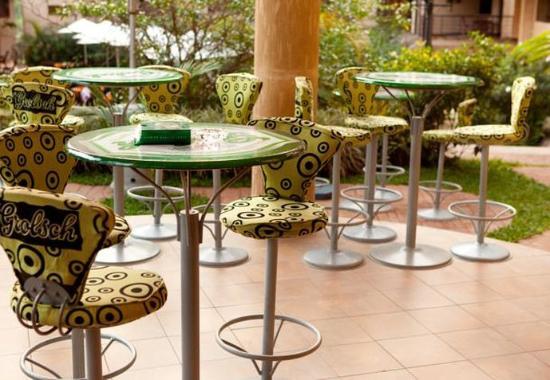 Protea Hotel Kampala: Outdoor Sitting Area