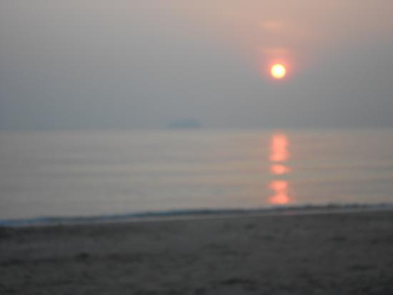 Haadkaew Beach Resort Songkhla: Sunrise from my room