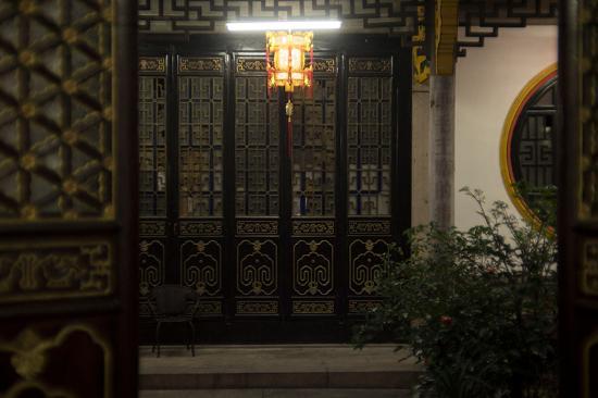 Chaozhou, China: 店内の奥には中庭があり内装が素晴らしい