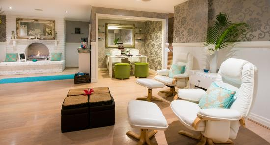 Stephanies Vintage Spa: Luxury Open Settings To Relax With Friends