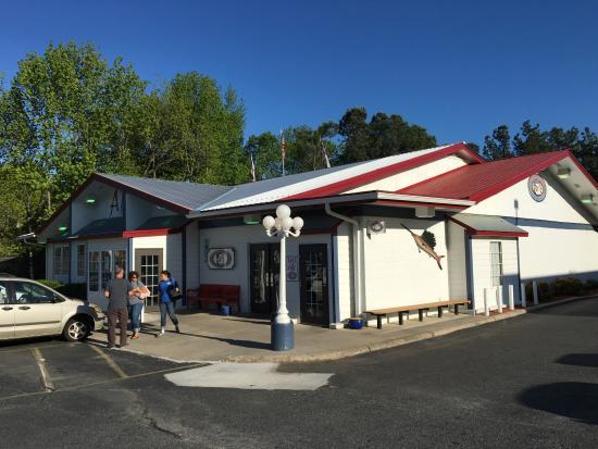 America's Roadhouse: outside