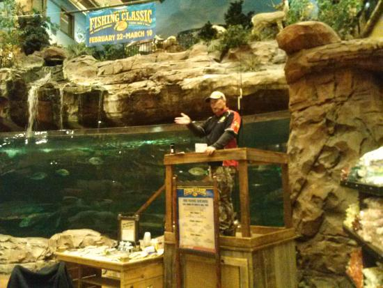 Las vegas bass pro shops pro staff fishing guide kevin for Bass pro shop fish finders