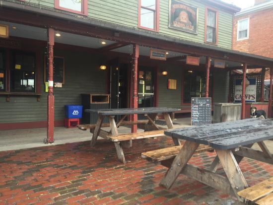 Sama's Cafe: exterior