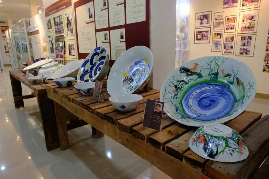 Dhanabadee Ceramic Museum. different types of ceramics   Picture of Dhanabadee Ceramic Museum