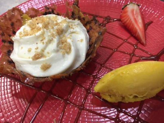 La Marmite : croustillant de mamgue emulsion de riz au lait à la vanille