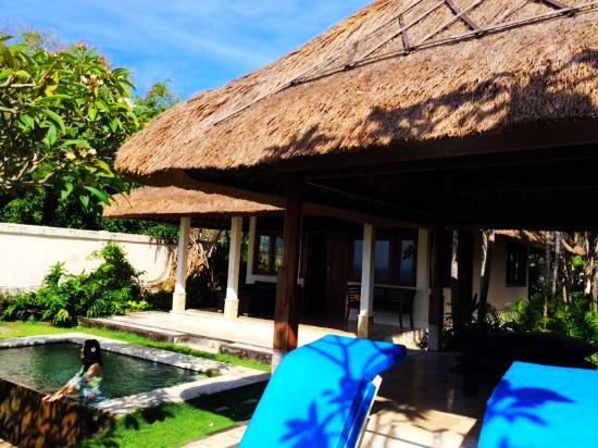 Ocean Blue Bali: 独栋小院,带无边泳池,价格亲民,真的是物超所值!最重要的是可以在自己的小院里就看到无敌海景,超级棒!