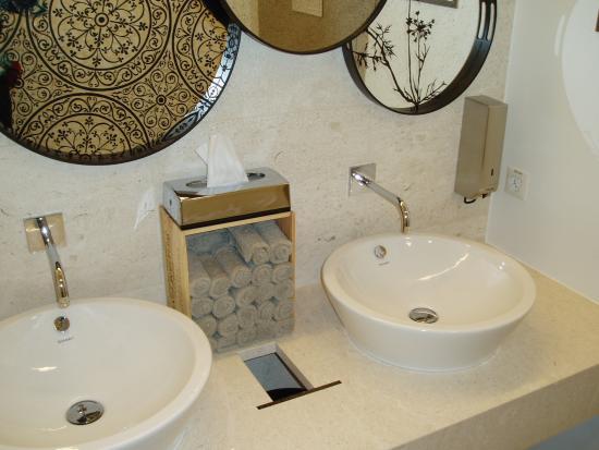 lavabo wc nh c a gustav restaurant bar cafe confiserie z rich tripadvisor. Black Bedroom Furniture Sets. Home Design Ideas