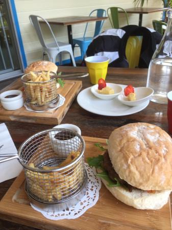 Blueys Beach, Australia: Kingfisher Burger with fresh tomato chutney, salad & chips. Lemon & Thyme finger tart.