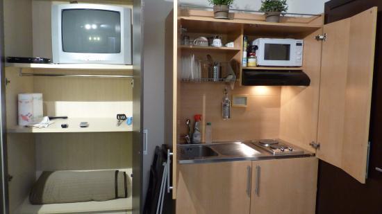 Residenza Ca Felice: coin cuisine TV portes ouvertes