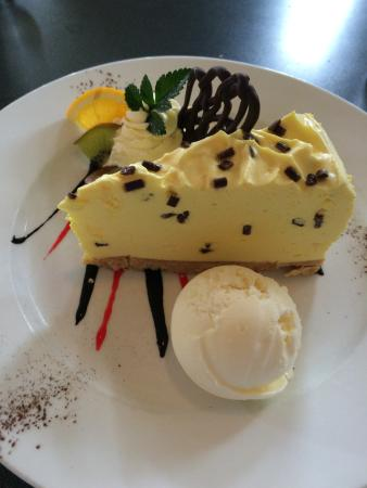 Timaru, New Zealand: Banana chocolate chip cheesecake