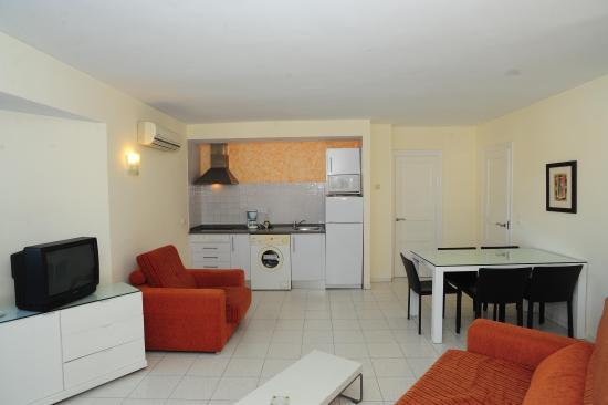 Maurici Park: Salón-Comedor apartamento 2 habitaciones standard