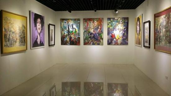 Anh Phong Gallery