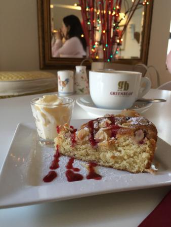 Cafe Blend : Great caffe, excellent poached eggs,  reasonable prices and really nice ambience