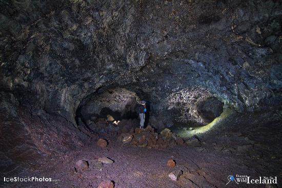 Vogar, İzlanda: Photographing Inside Lava cave