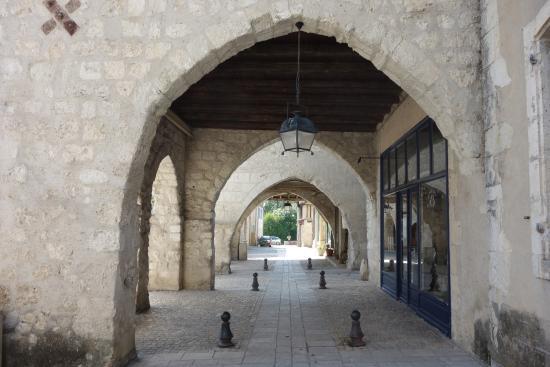 Eymet, Francia: Arcades de la place Gambetta