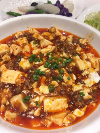 Shaoxing County, China: Вкусно и большие порции. Понравилось. Обслуживание оставляет желать лучшего, в принципе, как и в