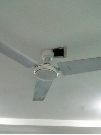 OYO 2007 Near Charbagh Railway Station: Hole In The Ceiling And Dirty Fan.