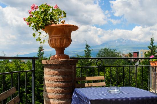 B&B La Stella di Naxos:  Balcone vista Etna