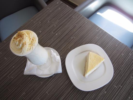 Aegiali, Hellas: Milk shake and Lemon Pie