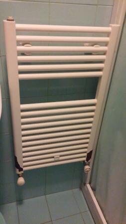 https://media-cdn.tripadvisor.com/media/photo-s/0b/55/f9/b9/radiatore-del-bagno-da.jpg