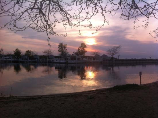 كومفورت إن ميتشيجان سيتي: Coucher de soleil sur le Lake Michigan