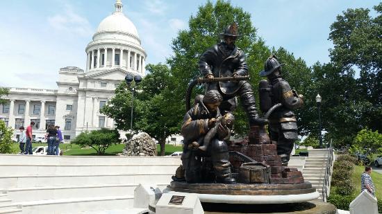 Arkansas State Capitol: Firefighters memorial
