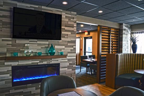 Liverpool, Nowy Jork: Lounge area in the Blue Spruce Lounge