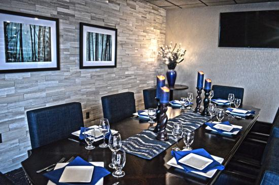 Liverpool, Nowy Jork: Private dining area in the Blue Spruce Lounge