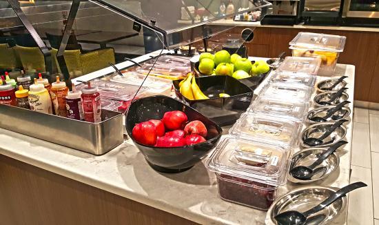 Liverpool, Nova York: Fresh fruit parfait bar