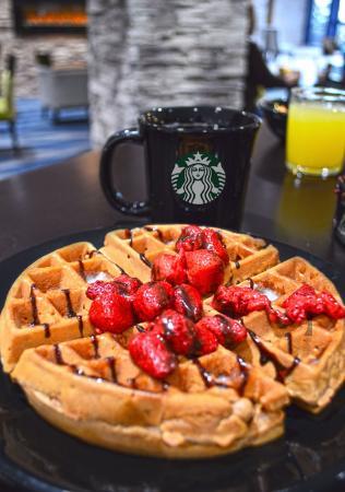 Liverpool, Nova York: Waffle with fresh fruit and a fresh Starbucks coffee