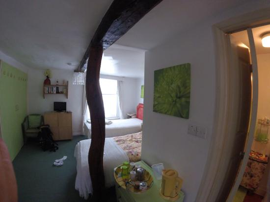Sedbergh, UK: Lovely room - 3 single beds with ensuite shower room
