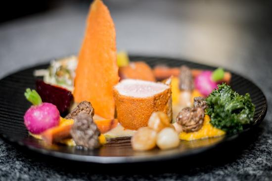 Habay-la-Neuve, Belgia: Mignon de cochon en croute de paprika, légumes de saison, sauce agrume