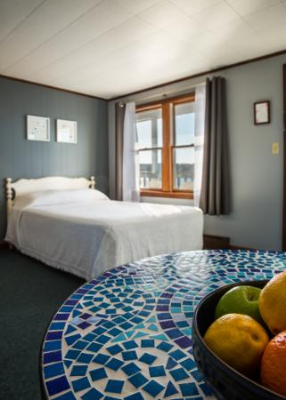 Bearskin Neck Motor Lodge: Standard Room